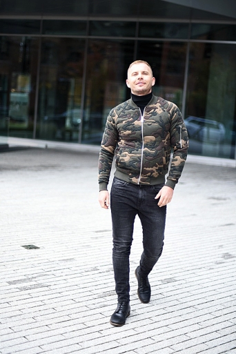 jacob-neminarz-wearing-zara-camouflage-bomber-jacket-and-zara-jeans