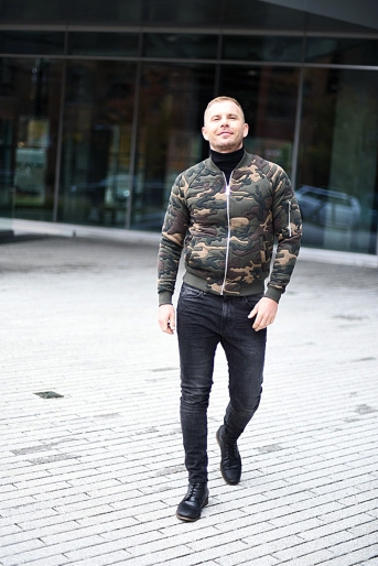 jacob-neminarz-wearing-zara-camouflage-bomber-jacket-and-zara-jeans