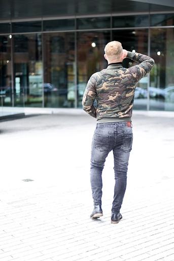 jacob-neminarz-wearing-zara-camouflage-bomber-jacket-zara-jeans