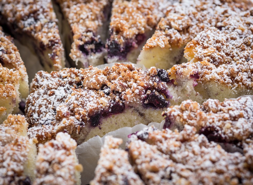 jacob-neminarz-of-well-tailored-life-sour-cream-coffee-cake-recipe-with-blueberries